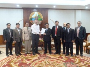 Senator_Tuur_Elzinga_presents resolution_of_European_parliament_to Lao_National_Assembly