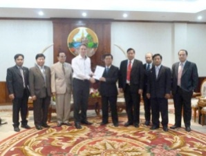 Senator_Tuur_Elzinga_presents resolution_of_European_parliament_to Lao_National_Assembly
